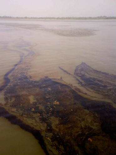 Tankers, underwater oil well... the sources of pollution are several. With no means to clean, Nigeria has one of the most polluted waters in the world © Pierre* / OCEAN71 Magazine
