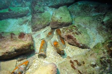Many old military shells are scattered on the sea bed © Philippe Henry / OCEAN71 Magazine