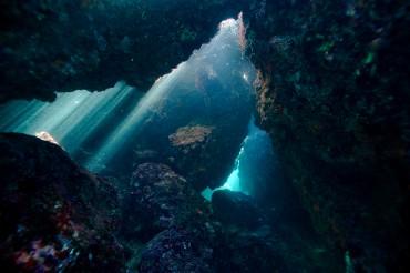 Les grottes sous-marines sont nombreuses en Albanie ©Philippe Henry / OCEAN71 Magazine