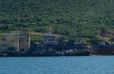 A Turkish bluefin tuna reflagged Albanian, in an Albanian military base in 2011 © OCEAN71 Magazine