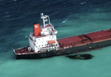 The Chinese ship the Shen Neng 1 when it hit the corals of the Great Barrier Reef © Maritime Safety Queensland