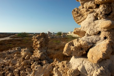 Most of the village's ancient walls were made of coral and gypsum that were found in the vicinity © Philippe Henry / OCEAN71 Magazine