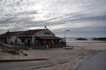 The 3House Beach Bar in Baleal has its feet in the sand © Andy Guinand / OCEAN71 Magazine