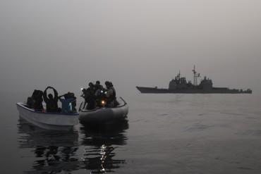 Un contrôle de routine dans le golfe d'Aden pour les militaires américains qui doivent faire la distinction entre pêcheurs et pirates © US Navy
