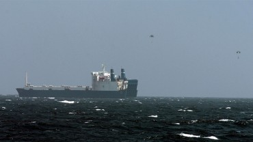 The ship Faina taken hostage by Somali pirates. The two parachutes are the ransom dropped from a plance © US Navy