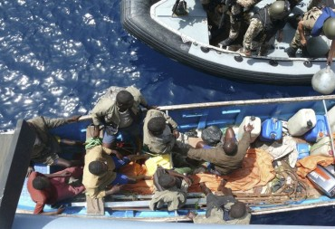Fishermen or pirates ? That's the kind of problems the military authorities have to face at sea in the gulf of Aden © US Navy