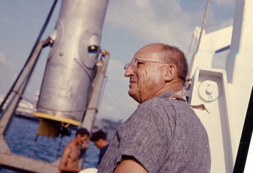 "Ed Link on his boat, the ""Sea diver"". In the background, his cylinder that is the very first underwater habitat ever designed, built and tested © Robert Sténuit"