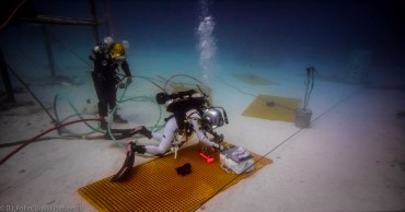 Astronauts training during one of NEEMO's missions on Aquarius habitat © D.J. Roller / Liquid Pictures 3D