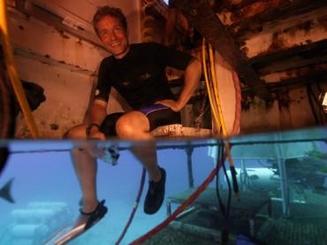 """Fabien Cousteau dans l'habitat Aquarius lors des préparatifs de """"Mission 31"""" © Mission 31"""