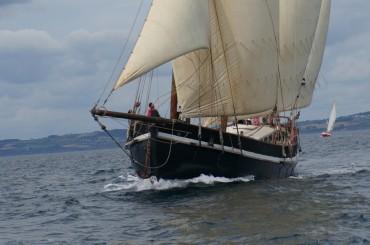 Grayhound, comme la plupart des voiliers participant au transport de marchandises à la voile, est contraint d'utiliser son moteur dès que les conditions de vent ne sont plus propices © Laetitia Maltese / OCEAN71 Magazine