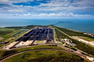 Abbot Point fait face au Patrimoine Mondial qu'est la Grande Barrière de Corail. Le port d'exportation de charbon est destiné à devenir l'un des plus grands du monde après les travaux d'expansion © Tom Jefferson / Greenpeace