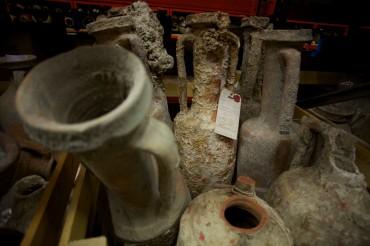 Quelques unes des nombreuses amphores retrouvées chez des particuliers © Francis Le Guen / OCEAN71 Magazine