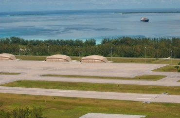 Les hangars construit sur Diego Garcia pour habriter les bombardier furtifs B2 © US Navy