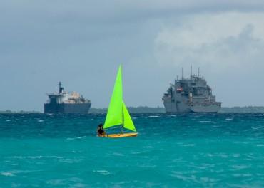 Lors de leurs jours de repos, les militaires se détendent comme de véritables vacanciers dans des îles paradisiaques © US Navy