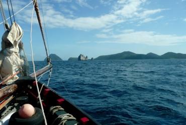 Approche du volcan sous-marin Kick'em Jenny en voilier © Laetitia Maltese / OCEAN71 Magazine