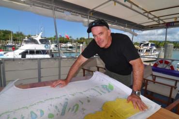 Le professeur Ove Hoegh Guldberg à bord d'un navire de recherche © Catlin Seaview Survey