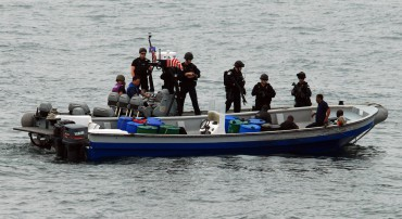 The authorities managed to intercept a go-fast. Unfortunately for their war on drugs, the traffickers managed to get rid of the narcotics in time © U.S. Navy