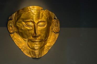 Selon la revue Archaeology le masque d'Agamemnon serait un faux. L'archéologue allemand Schliemann aurait demandé à des artisans de produire cet artefact unique au monde en s'inspirant des traits de l'empereur allemand, le Kaiser Guillaume Ier © Philippe Henry / OCEAN 71 Magazine