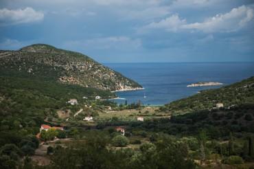 Vue sur la baie d'Atheras (Paliki). Selon l'hypothèse défendue par l'équipe d'Odysseus Unbound, ce serait ici qu'Ulysse aurait accosté lors de son retour après plus de 10 ans d'absence © Philippe Henry / OCEAN71 Magazine