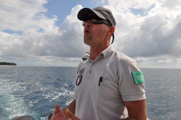 Jérôme Suros est l'un des agents qui patrouillent la réserve marine pour empêcher le braconnage et sensibiliser la population © Andy Guinand / OCEAN71 Magazine