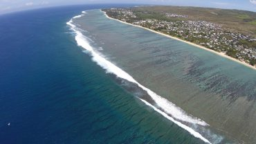 The largest lagoon of Réunion Island was considered as the safest place to swim since the banning order of July 2013 © Andy Guinand / OCEAN71 Magazine