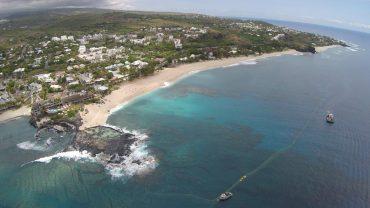 La plage de Boucan Canot, qui a été le théâtre de plusieurs drames a été désertée durant la crise requin. Aujourd'hui, le spot est protégé par un système de filet innovateur © Andy Guinand / OCEAN71 Magazine