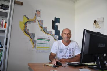 Marc Soria dans son bureau à l'université Moufia de Saint-Denis © Andy Guinand / OCEAN71 Magazine